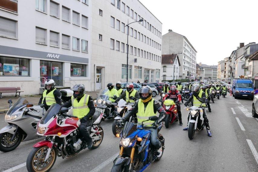 Les motards manifestent à Lons-le-Saunier samedi 1er décembre