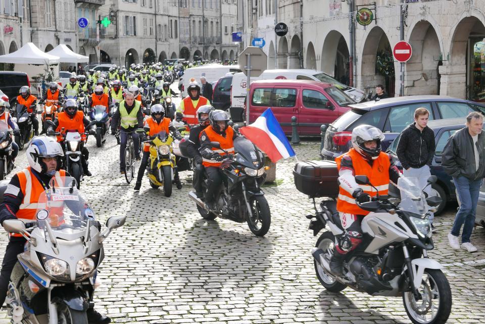300 motos pour manifester à Lons-le-Saunier : les raisons de la colère