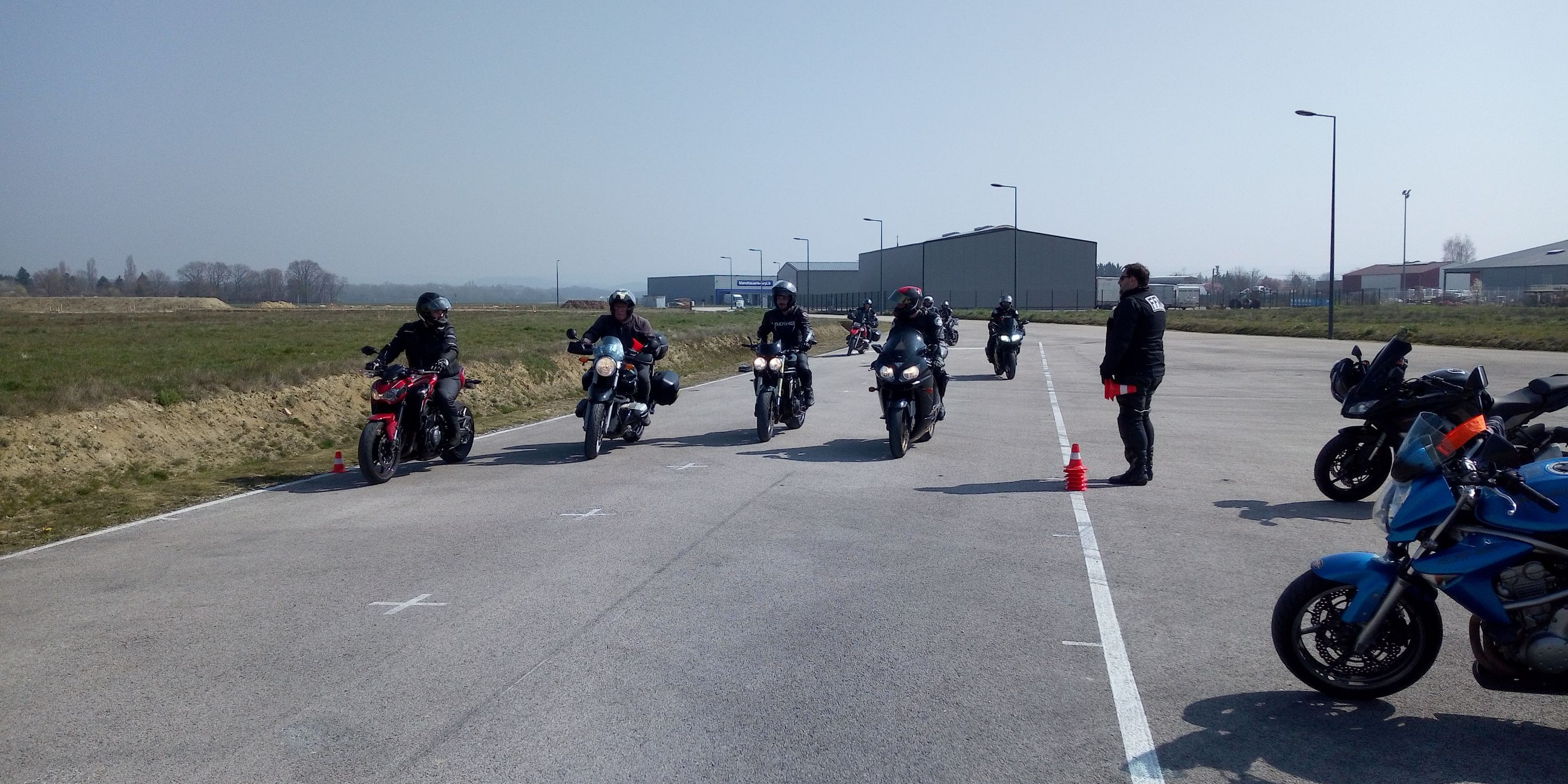 """Formation """"Assistance sécurité manifestation"""" pour une vingtaine de motards du Jura"""