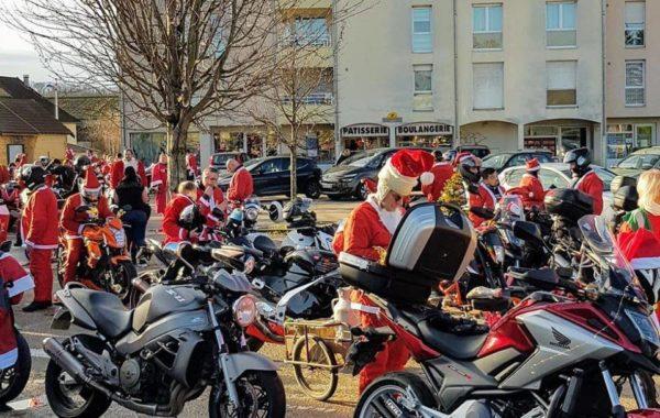 Photos. Un défilé haut en couleur pour les pères Noël motards de la FFMC 39