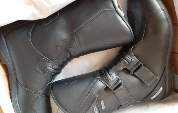 Proposition de loi LR sur les bottes à moto: des députés à côté de leurs pompes