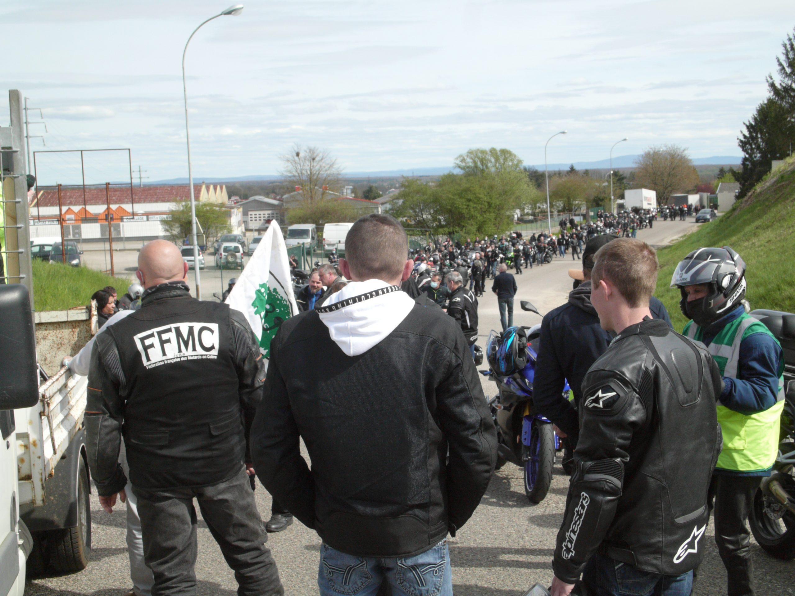 La manif contre le contrôle technique moto mobilise 300 motards jurassiens