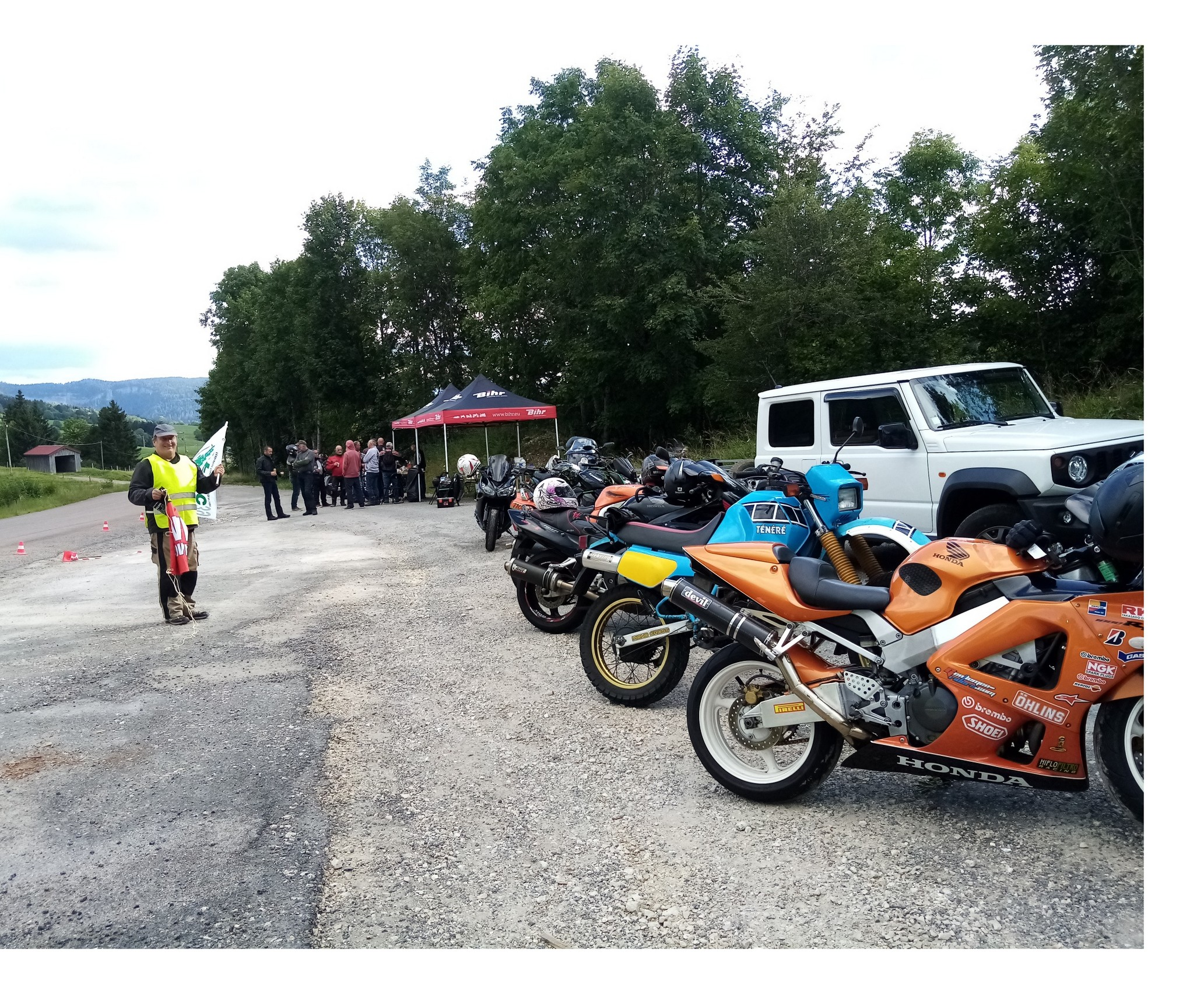 Relais motards calmos aux Bouchoux: 70 motos au stand de la FFMC 39